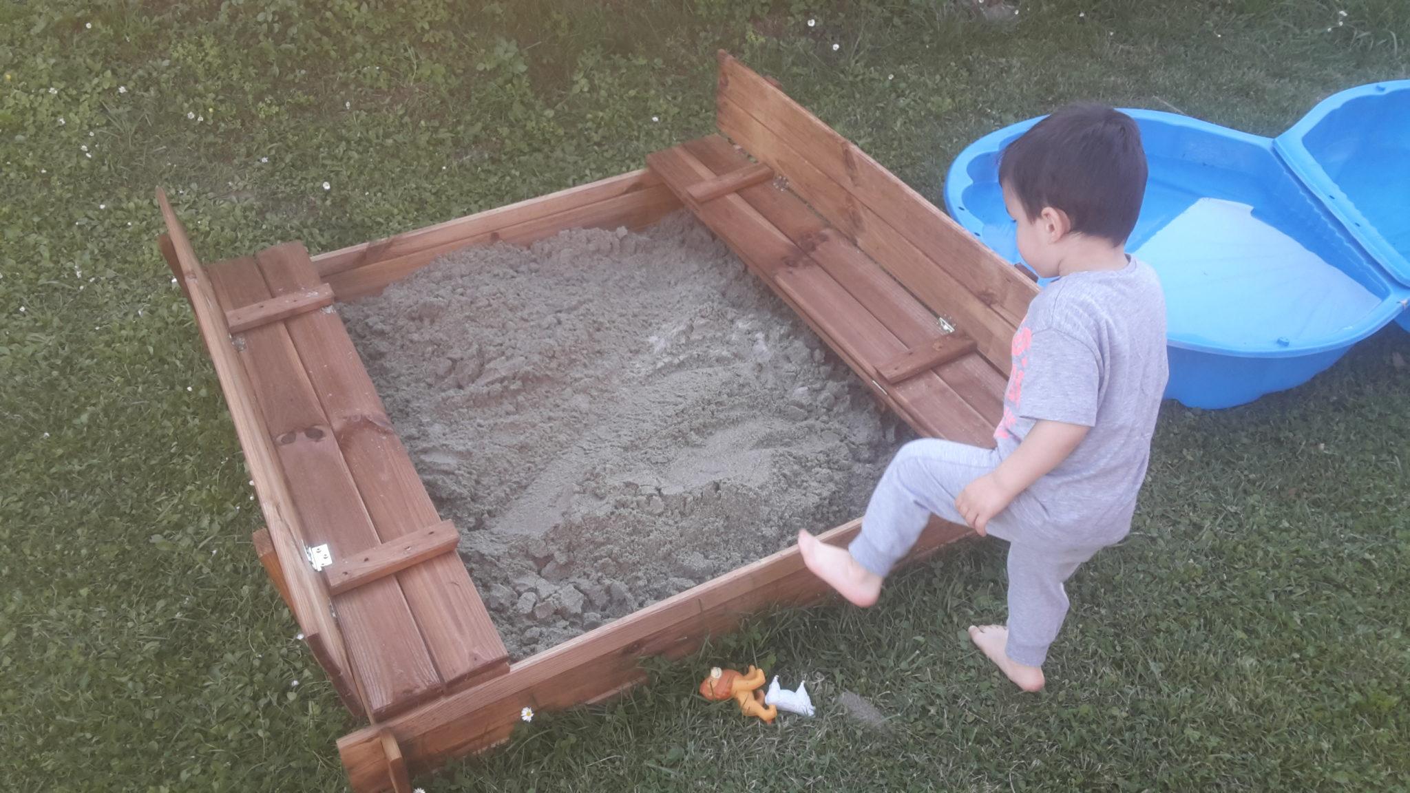 Sabbiera per bambini in legno come costruirla for Blocca maniglie bambini